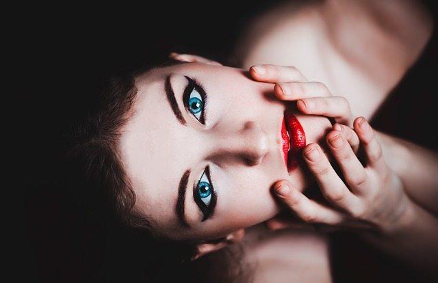 Videos promocionales de marcas de maquillaje