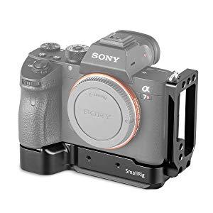SMALLRIG L-Bracket para Sony A7RIII / A7III / A7M3 / A9 con La Placa de Liberación Rápida para Arca Swiss Tripod y una Altura de Agarre de 20 mm para un Disparo Cómodo 2122