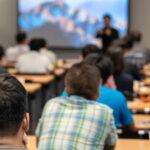 Llena las aulas de tu empresa de formación con vídeos promocionales para escuelas